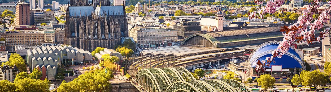 <p>Die steigenden Einwohnerzahlen und die ausgeprägte regionale Verflechtung führen zu einer immer stärkeren Verkehrsbelastung. Mehr als 315.000 Einpendler fahren täglich nach Köln, 145.000 Einwohner pendeln aus der Stadt heraus. </p>