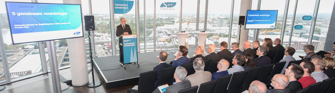 <p>Der S-Bahn-Ausbau im Knoten Köln stößt auf breite Unterstützung in der Region. Das machte eine Akteurskonferenz im KölnSKY deutlich. </p>