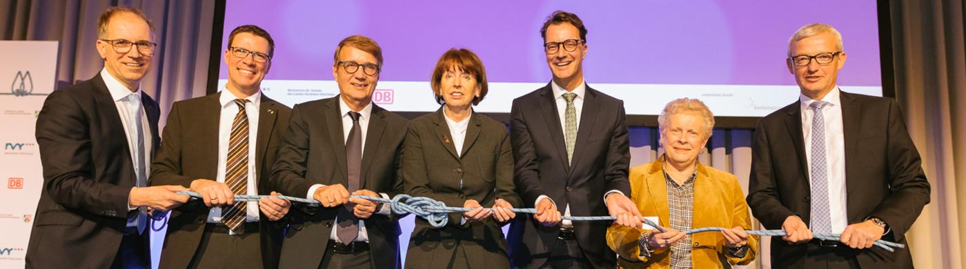 <p>Bahnknoten-Konferenz: Land und Nahverkehr Rheinland geben rund 100 Millionen Euro für weitere Planung frei.</p>